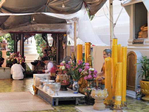 Der Schrein der Großmutter Penh - legendäre Gründerin der Stadt... Wat Phnom, Phnom Penh, Kambodscha (Foto Jörg Schwarz)