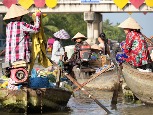 Diese Frauen hier warten wohl nur auf Touristenboote... Bei Can Tho, Vietnam (Foto Jörg Schwarz)
