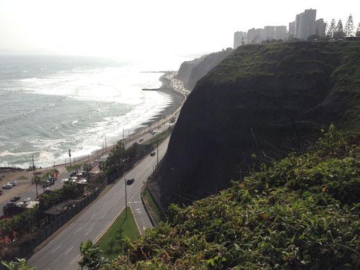 Lima thront auf der Steilküste über dem Meer, Miraflores, Lima (Foto Jörg Schwarz)