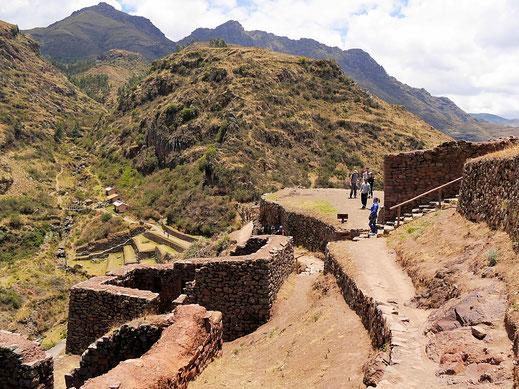 Nach anstrengendem Aufstieg - die militärische Zone der P'isaqa-Gruppe, Pisac, Peru (Foto Jörg Schwarz)
