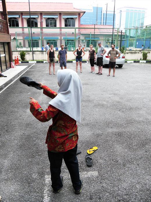Malaiische Spielchen im Kampong Morten... Melaka, Malaysia (Foto Jörg Schwarz)