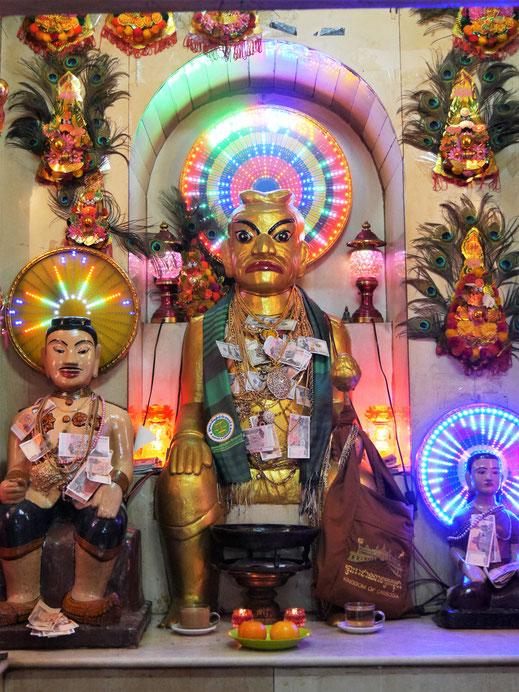Der Preah Chau - eine taoistische Gottheit, der offenbar starke Kräfte nachgesagt werden... Wat Phnom, Phnom Penh, Kambodscha (Foto Jörg Schwarz)