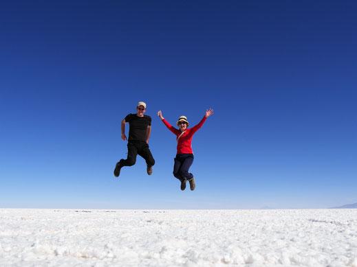 Wie einst Horst Hrubesch bei seinem Kopfballspiel..., Salar de Uyuni, Bolivien (Foto Jörg Schwarz)