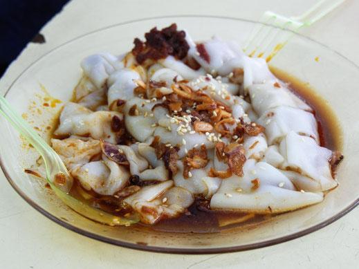Typische Dim Sum-Spezialität mit Shrimps in Nudeln und süßlicher Soyasoße mit gerösteten Zwiebelchen... Malaysia (Foto Jörg Schwarz)