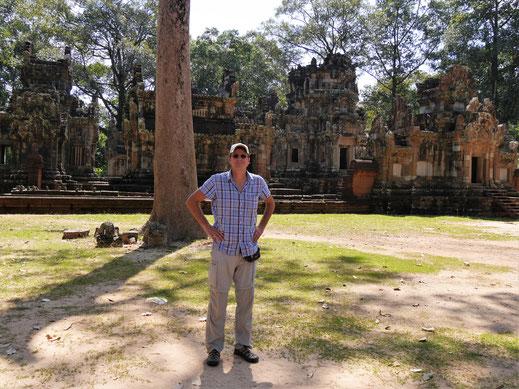 Der Autor bei ner Pause... Chau Say Thevoda, Kambodscha (Foto Magdalena Bosak)