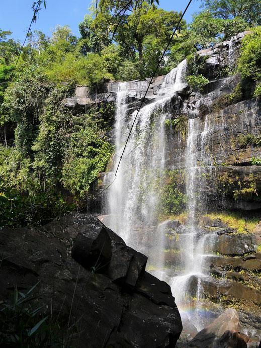 Diese Wasserfälle sieht man so nur dann, wenn man ein wenig in den Dschungel hineintrekkt... Bei Koh Kong, Kambodscha (Foto Jörg Schwarz)