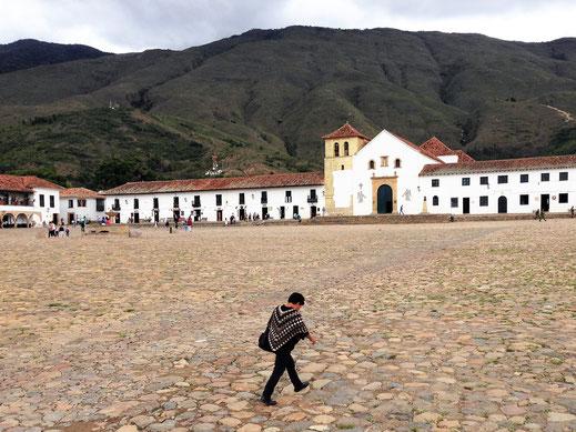 Einer, wenn nicht DER größte Platz Südamerikas, Villa de Leyva, Kolumbien (Foto Jörg Schwarz)