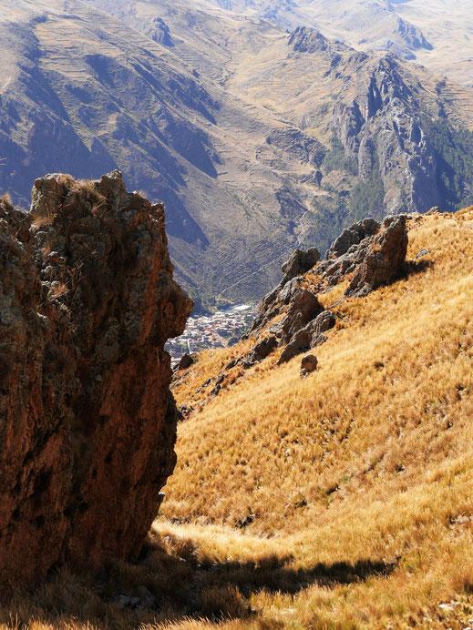 Ohne Worte: Der Blick zurück auf die unten liegende Stadt, Huancavelica, Peru (Foto Jörg Schwarz)