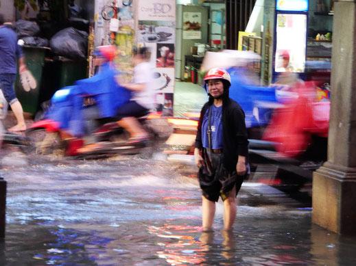 Schon langsam fliesst das Wasser ab... Ho-Chi-Minh-Stadt, Vietnam (Foto Jörg Schwarz)