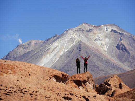 Ein völlig anderartiges Lavafeld und Zeichen von Aktivität beim chilenischen Vulkan Ollagüe, Reservat de Fauna Andina, Bolivien (Foto Jörg Schwarz)