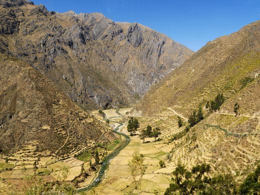 Terassierte Landschaften und traumhafte Flusstäler kurz vor Vitis, Nor Yauyos Cochas-Tal, Peru (Foto Jörg Schwarz)