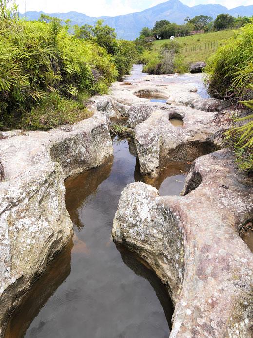 Je nach Wasserstand sehen die auch mal so aus... Las Gachas, bei Guadalupe, Kolumbien  (Foto Jörg Schwarz)