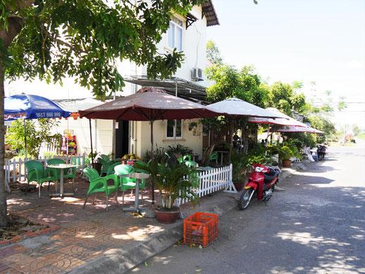 Unser chilliges und schönes Café am Eck... Chau Doc, Vietnam (Foto Jörg Schwarz)
