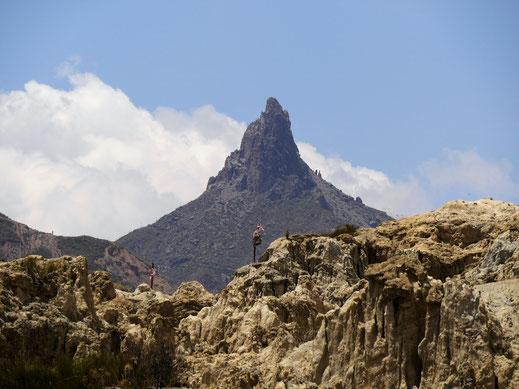 Im Hintergrund immer sichtbar: La Muela del Diablo, bei La Paz, Bolivien (Foto Jörg Schwarz)