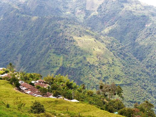 Kann man spektakulärer wohnen? Bei Salamina, Kolumbien (Foto Jörg Schwarz)