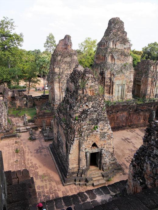 Auch auf den unteren Ebenen finden sich große Türme... Pre Rup, Kambodscha (Foto Jörg Schwarz)