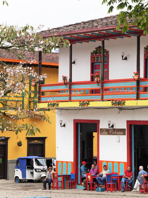 Am Sonntag ist es in den Cafés an der Plaza noch ruhiger als sonst schon... Jardin, Kolumbien (Foto Jörg Schwarz)