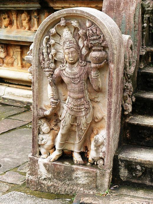 Fantastische Arbeiten der Steinmetze symbolisieren Wohlstand und Glück, Polonnaruwa, Sri Lanka (Foto Jörg Schwarz)