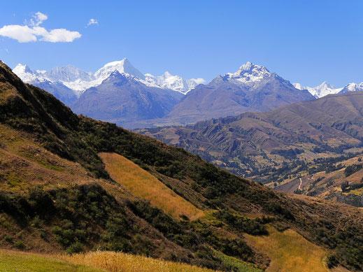 Blick zurück ins Tal - ein ordentlicher Aufstieg! Cordillera Blanca, Peru (Foto Jörg Schwarz)