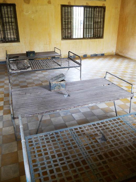 Die inzwischen berühmt berüchtigten Folterkammern im S21-Gefängnis, Phnom Penh, Kambodscha (Foto Jörg Schwarz)