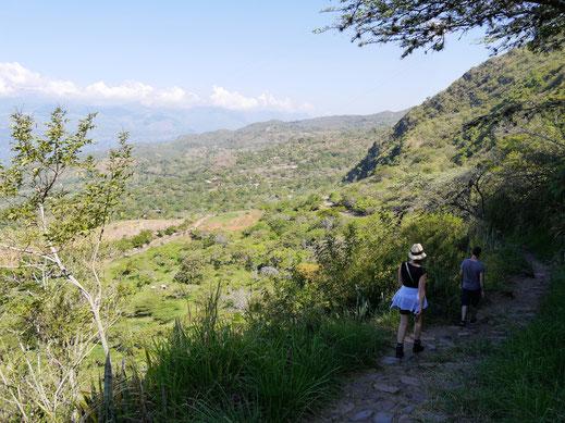 Es geht zunächst ordentlich abwärts... Barichara, Kolumbien (Foto Jörg Schwarz)