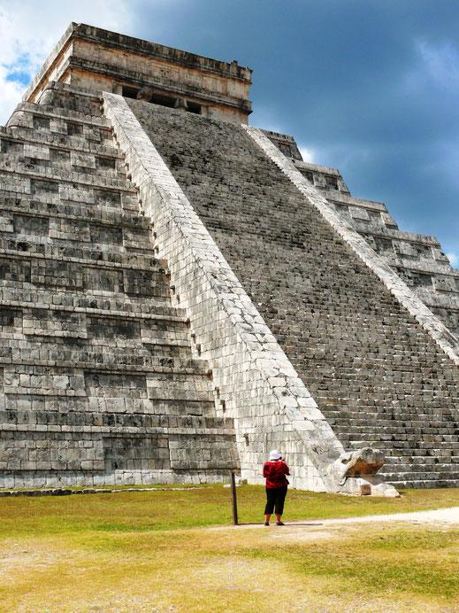 Herausragendes Beispiel der Maya-Architektur: Zweimal im Jahr erweckt der Sonnenuntergang bei Tagundnachtgleiche die Schlange zum Leben... (Foto Jörg Schwarz)