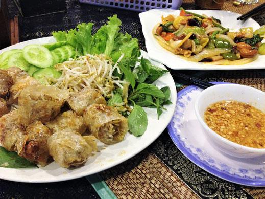 Wir essen wunderbar im Corner Restaurant, Battambang, Kambodscha (Foto Jörg Schwarz)