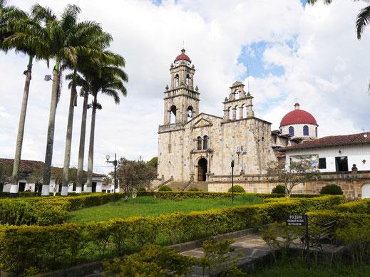 Die markante Kirche des kleinen Guadalupe, Kolumbien (Foto Jörg Schwarz)