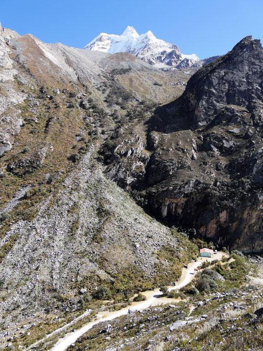 Auf allen Seiten schauen beeindruckende Giganten herüber, Caraz, Peru (Foto Jörg Schwarz)