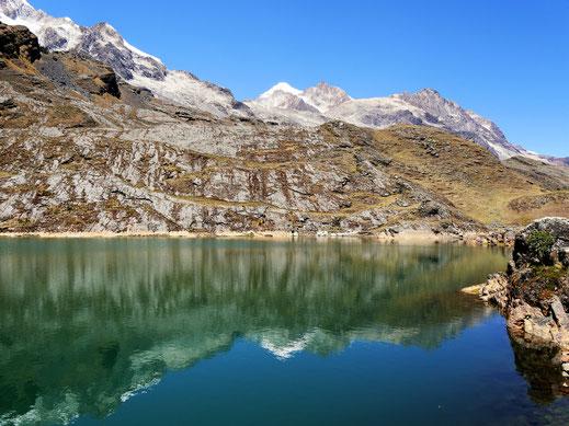 Man erkennt, dass sich der Gletscher irgendwann mal bis hierher gezogen haben muss... Sorata, Bolivien (Foto Jörg Schwarz)