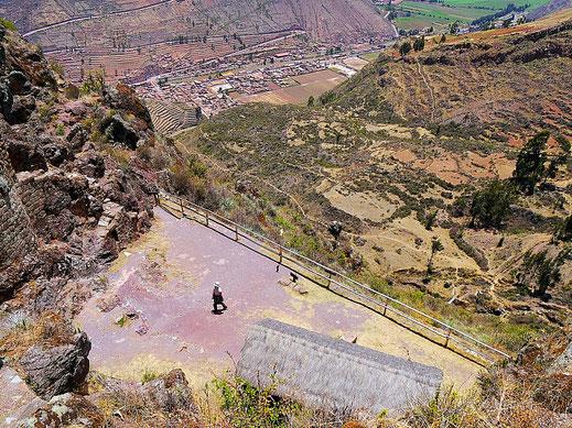 Eine Inka-Plattform mit Blick auf Pisac, Pisac, Peru (Foto Jörg Schwarz)