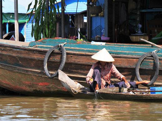 Unverkennbar: Hier lebt die vietnamesische Minderheit des Landes, Kompong Chhnang, Kambodscha (Foto Jörg Schwarz)