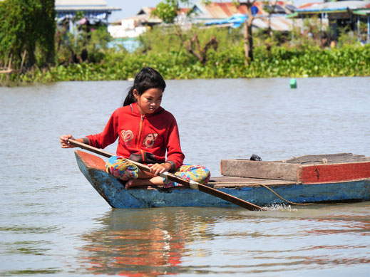 Welchem Gedanken mag sie wohl gerade nachgehen...? Kompong Chhnang, Kambodscha (Foto Jörg Schwarz)