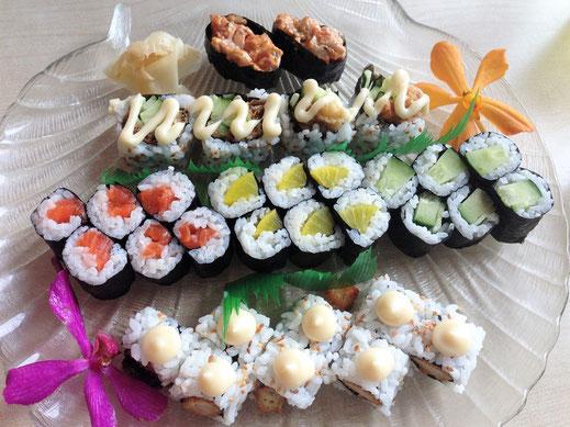 Ein richtig klasse Sushi - sieht man mal von der Majo ab, die man zum Glück abkratzen kann... Taiping, Malaysia (Foto Jörg Schwarz)