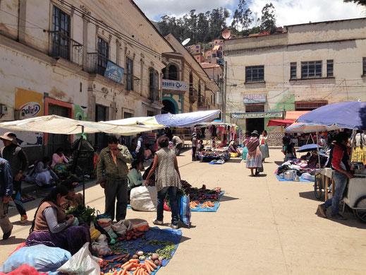 Ganz sicher einer der authentischsten Märkte in Bolivien, Sorata, Bolivien (Foto Jörg Schwarz)