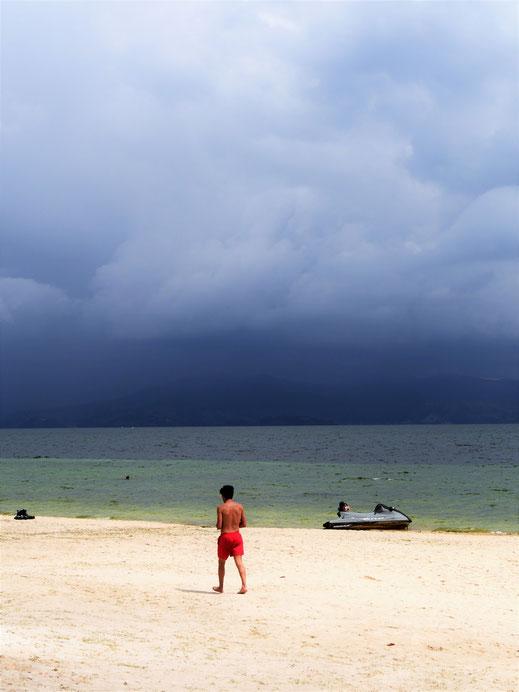 An der Playa Blanca Sonne, auf der anderen Seite der Weltuntergang... Playa Blanca, Lago de Tota, Kolumbien (Foto Jörg Schwarz)