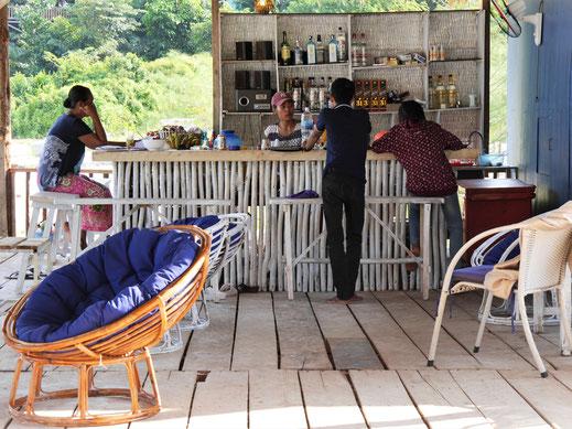 Beachbars und nette Restaurants findet man am Coconut-Beach, Koh Rong, Kambodscha (Foto Jörg Schwarz)