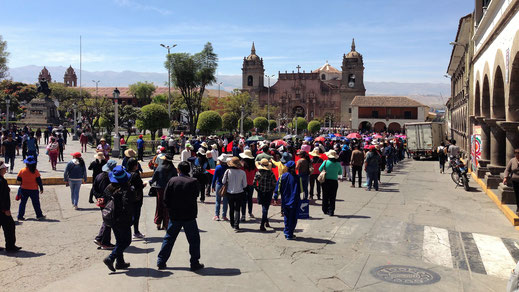 Demonstaration der Maestros in Ayacucho, Peru (Foto Jörg Schwarz)