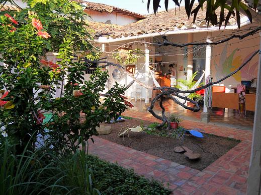 Schirmte uns stets gut von aller Unruhe Baricharas ab: Unser Hostel-Patio, Barichara, Kolumbien (Foto Jörg Schwarz)