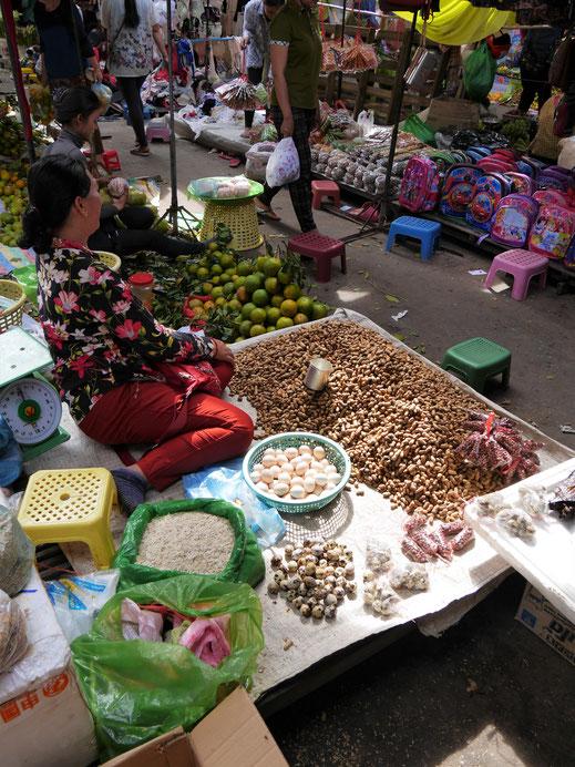Kein leicht verdientes Geld als Marktfrau... Battambang, Kambodscha (Foto Jörg Schwarz)
