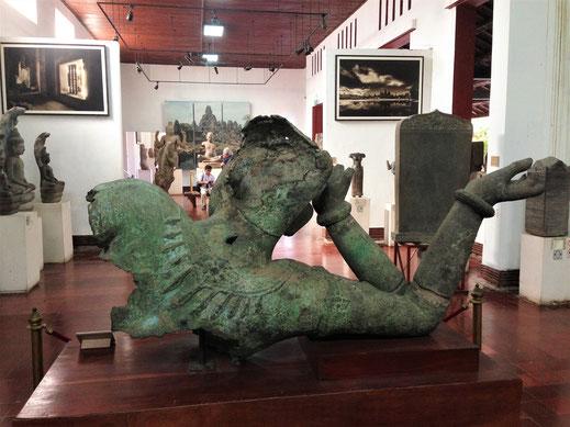 Die Artefakte selbst sind sehr sehenswert und stimmen immerhin versöhnlich! Phnom Penh, Kambodscha (Foto Jörg Schwarz)