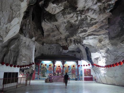 Haupthöhle des 130 Jahre alten Nam Thean Tong Tempels, Ipoh, Malaysia (Foto Jörg Schwarz)