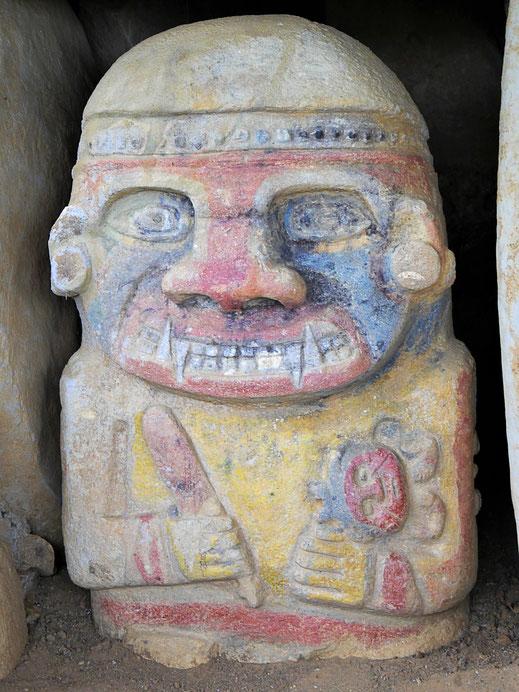An diesem Exemplar sind die farlichen Akzente noch gut erkennbar, San Augustin, Kolumbien (Foto Jörg Schwarz)