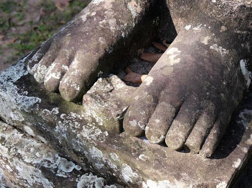 Oft findet man in den Nischen des Tempels kleine Opfergaben... Banteay Kdei, Kambodscha (Foto Jörg Schwarz)