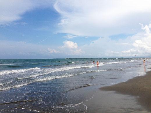 Kein karibischer Traumstrand, aber eine gute Alternative in Stadtnähe... Playa de las Boquillas, Cartagena, Kolumbien (Foto Jörg Schwarz)