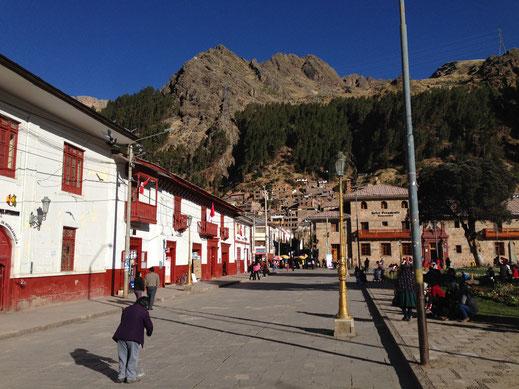 Der koloniale Stadtkern der Stadt an der Plaza de Armas, Huancavelica, Peru (Foto Jörg Schwarz)