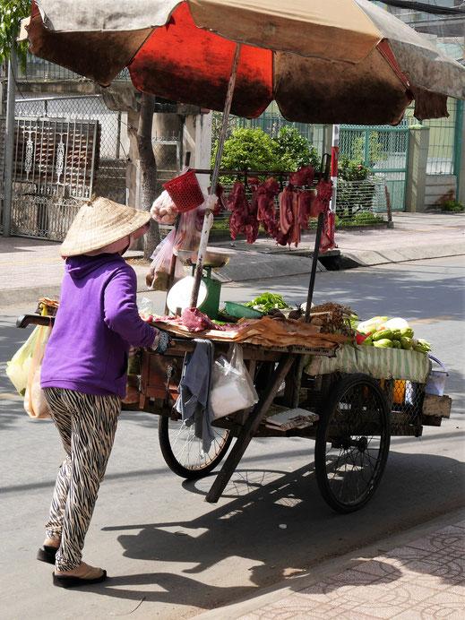 Die mobile Fleischverkäuferin, Chau Doc, Vietnam (Foto Jörg Schwarz)