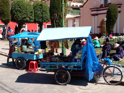 Straßenhändler finden sich überall in der Stadt, Huancavelica, Peru (Foto Jörg Schwarz)