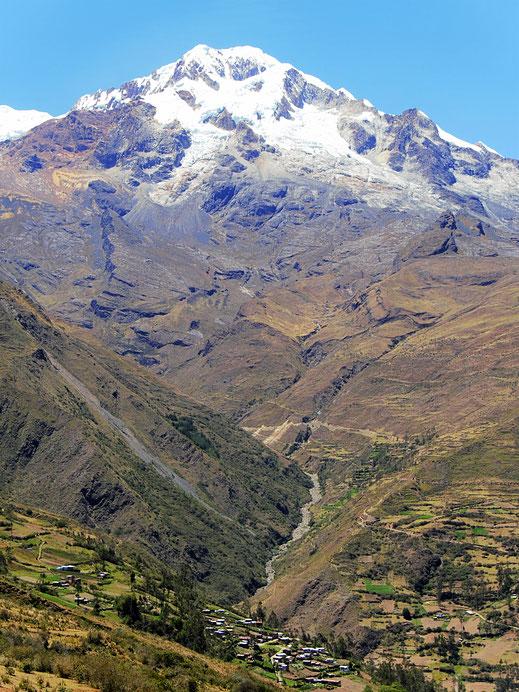 Jeder Rückblick eröffnet atemberaubende Weitsicht auf den Illampú... Sorata, Bolivien (Foto Jörg Schwarz)