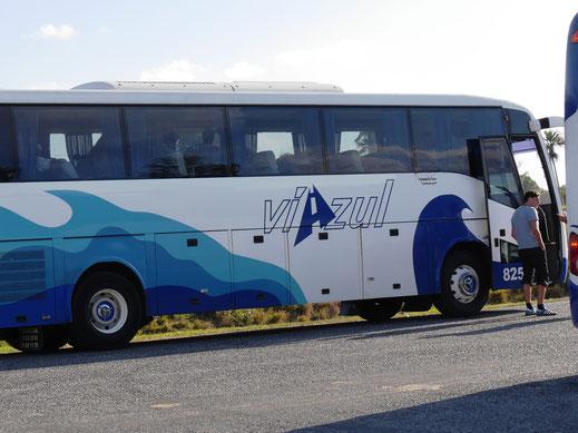 Staatliche Busgesellschaft Viazul - Halt auf offener Strecke Richtung Vinales, Kuba (Foto Jörg Schwarz)